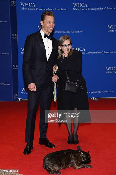 Actors Tom Hiddleston and Carrie Fisher with her dog Gary attend the 102nd White House Correspondents' Association Dinner on April 30 2016 in...