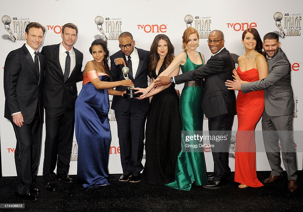 Actors Tony Goldwyn Scott Foley Kerry Washington Columbus Short Katie Lowes Darby Stanchfield Joe Morton Bellamy Young and Guillermo Diaz pose in the...