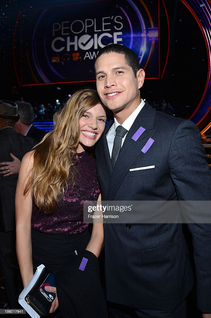 Actors Tracy Spiridakos (L) and JD Pardo attend the 39th Annual People's Choice Awards at Nokia Theatre L.A. Live on January 9, 2013 in Los Angeles, California.