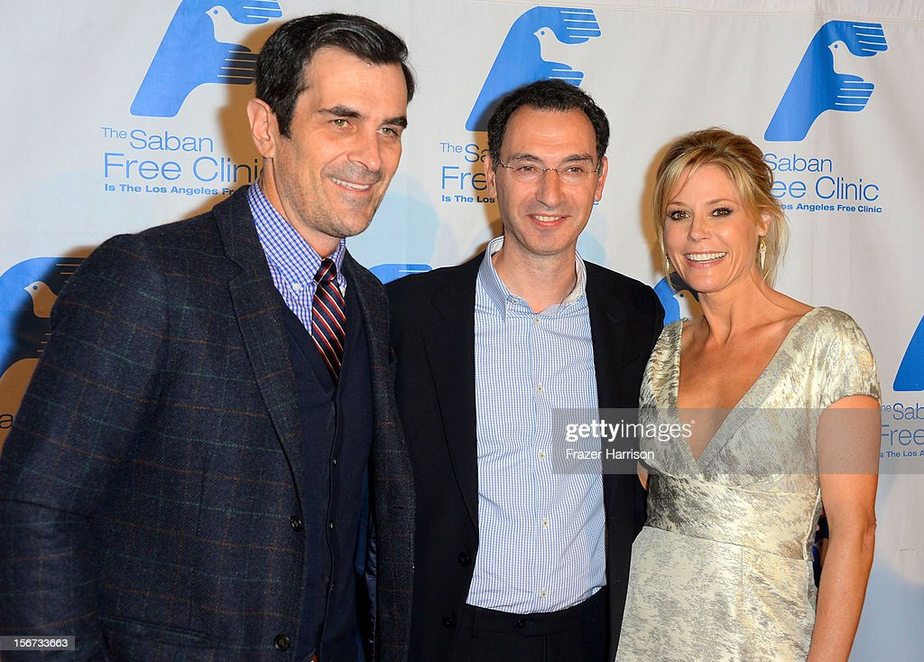 Actors <a gi-track='captionPersonalityLinkClicked' href=/galleries/search?phrase=Ty+Burrell&family=editorial&specificpeople=700077 ng-click='$event.stopPropagation()'>Ty Burrell</a>, Honoree Paul Lee and Julia Bowen arrive at The Saban Free Clinic's Gala Honoring ABC Entertainment Group President Paul Lee and Bob Broder at The Beverly Hilton Hotel on November 19, 2012 in Beverly Hills, California.