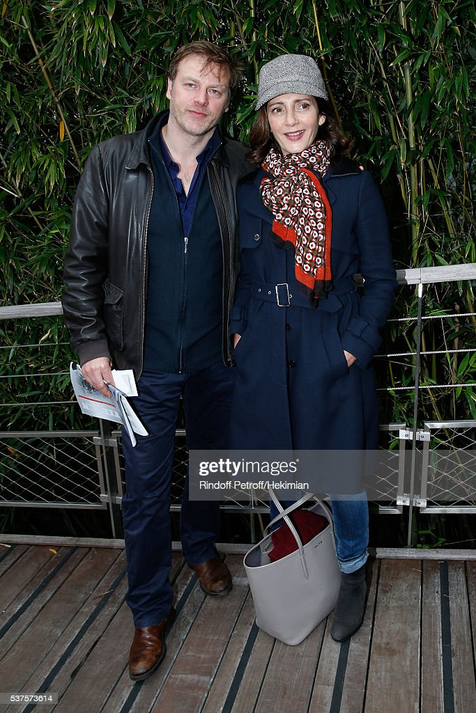 Actors Valerie Karsenti and her husband Francois Feroleto attend Day Twelve of the 2016 French Tennis Open at Roland Garros on June 2, 2016 in Paris, France.