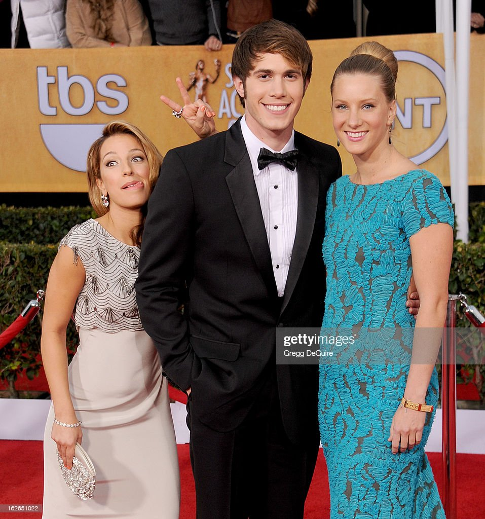Actors Vanessa Lengies, Heather Morris (R) and guest arrive at the 19th Annual Screen Actors Guild Awards at The Shrine Auditorium on January 27, 2013 in Los Angeles, California.
