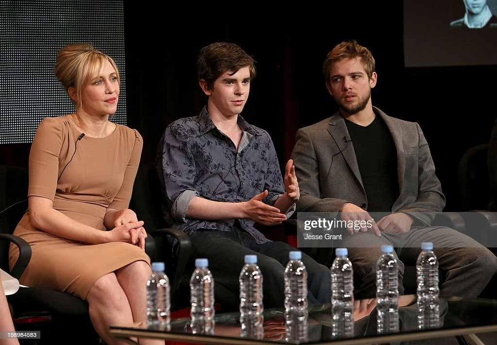 Actors <a gi-track='captionPersonalityLinkClicked' href=/galleries/search?phrase=Vera+Farmiga&family=editorial&specificpeople=227012 ng-click='$event.stopPropagation()'>Vera Farmiga</a>, <a gi-track='captionPersonalityLinkClicked' href=/galleries/search?phrase=Freddie+Highmore&family=editorial&specificpeople=210834 ng-click='$event.stopPropagation()'>Freddie Highmore</a> and <a gi-track='captionPersonalityLinkClicked' href=/galleries/search?phrase=Max+Thieriot&family=editorial&specificpeople=2545974 ng-click='$event.stopPropagation()'>Max Thieriot</a> attend A&E's 'Bates Motel' TCA Panel at the Langham Hotel on January 4, 2013 in Pasadena, California.