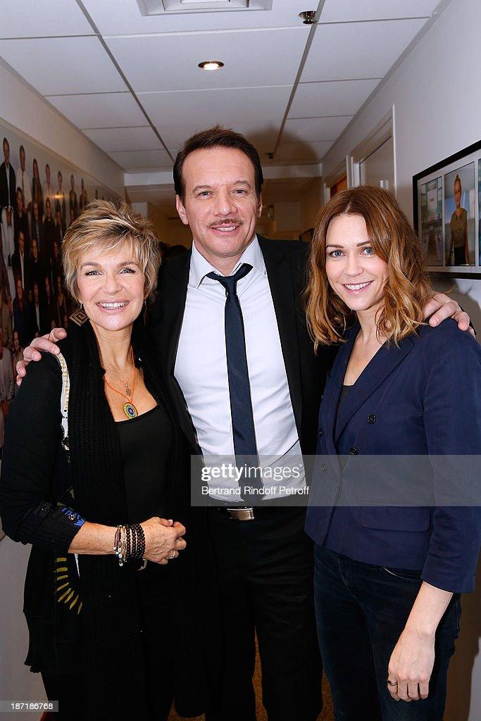 Actors Veronique Jannot Samuel le Bihan and MarieJosee Croze attend the 'Vivement Dimanche' French TV Show at Pavillon Gabriel on November 6 2013 in...