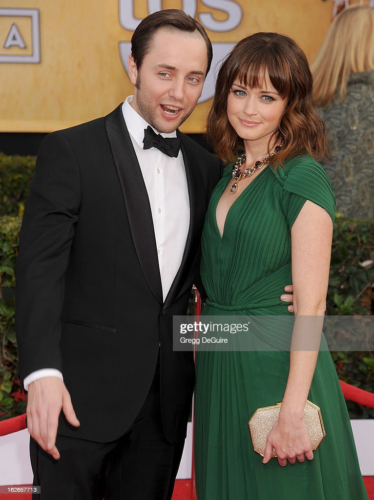 Actors Vincent Kartheiser and Alexis Bledel arrive at the 19th Annual Screen Actors Guild Awards at The Shrine Auditorium on January 27, 2013 in Los Angeles, California.