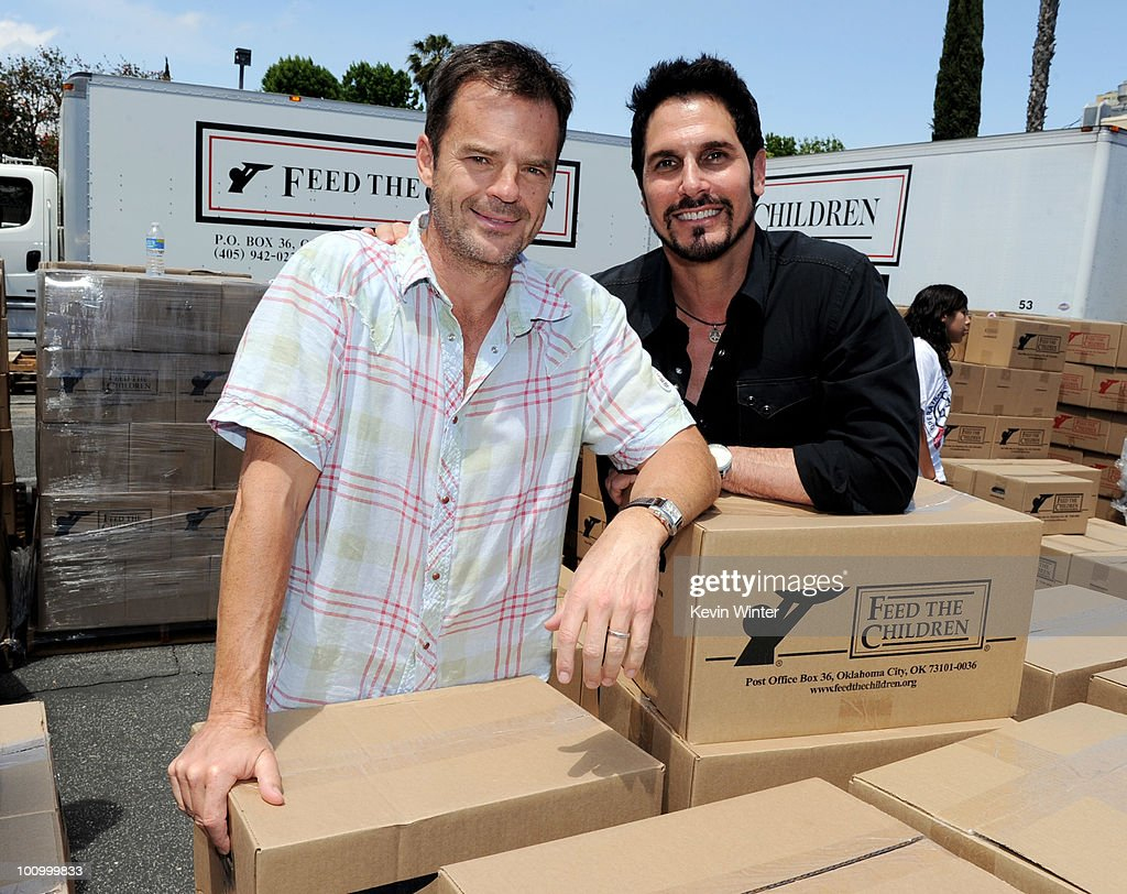 Actors Wally Kurth (L) and <a gi-track='captionPersonalityLinkClicked' href=/galleries/search?phrase=Don+Diamont&family=editorial&specificpeople=606917 ng-click='$event.stopPropagation()'>Don Diamont</a> help distribute food at the 37th Annual Daytime Emmy Awards' 'Daytime Gives Back' at the Salvation Army on May, 26, 2010 in Van Nuys, California.
