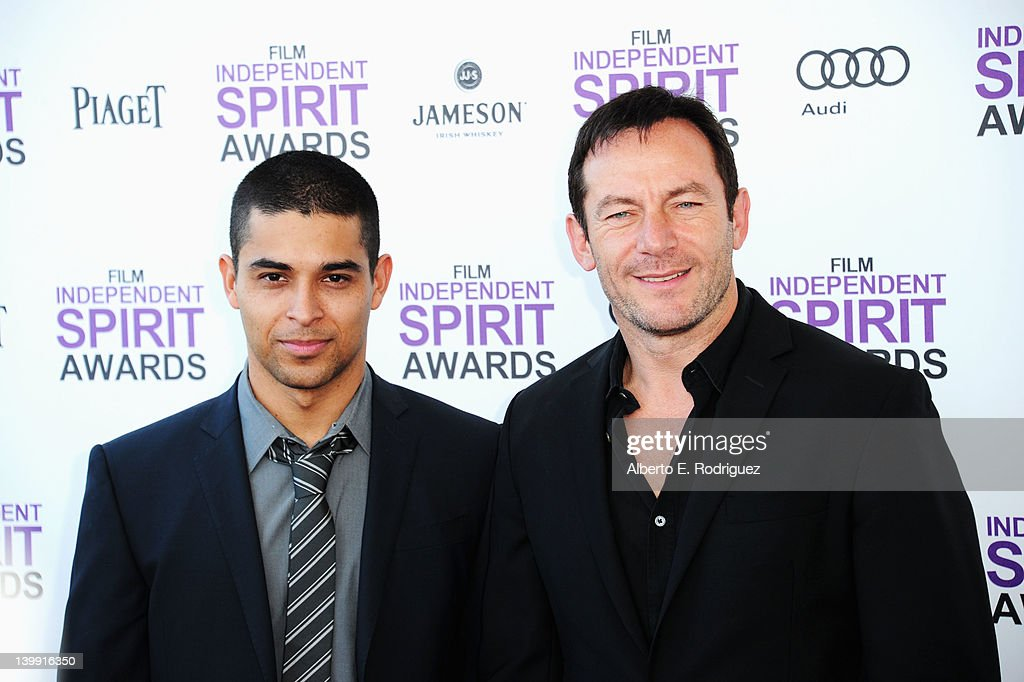 Actors Wilmer Valderamma (L) and <a gi-track='captionPersonalityLinkClicked' href=/galleries/search?phrase=Jason+Isaacs&family=editorial&specificpeople=212740 ng-click='$event.stopPropagation()'>Jason Isaacs</a> arrive at the 2012 Film Independent Spirit Awards on February 25, 2012 in Santa Monica, California.