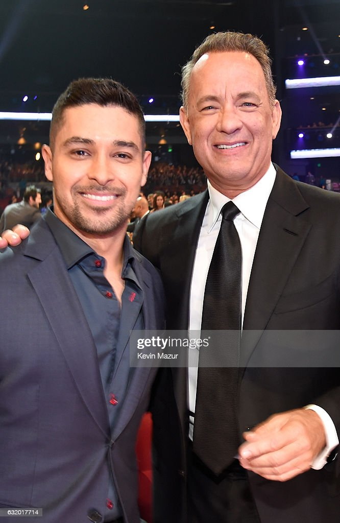 actors-wilmer-valderrama-and-tom-hanks-onstage-during-the-peoples-picture-id632017714