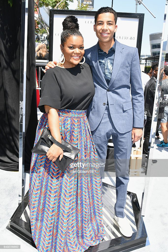 Actors <a gi-track='captionPersonalityLinkClicked' href=/galleries/search?phrase=Yvette+Nicole+Brown&family=editorial&specificpeople=4420097 ng-click='$event.stopPropagation()'>Yvette Nicole Brown</a> (L) and <a gi-track='captionPersonalityLinkClicked' href=/galleries/search?phrase=Marcus+Scribner&family=editorial&specificpeople=12819652 ng-click='$event.stopPropagation()'>Marcus Scribner</a> attend the Cover Girl glam stage during the 2016 BET Awards at the Microsoft Theater on June 26, 2016 in Los Angeles, California.