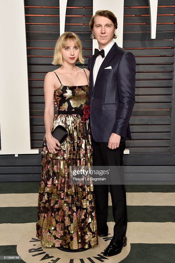 Actors Zoe Kazan and Paul Dano attend the 2016 Vanity Fair Oscar Party Hosted By Graydon Carter at the Wallis Annenberg Center for the Performing...