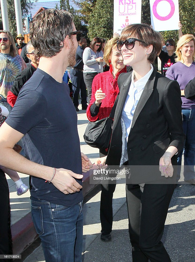 Actors/husband and wife Adam Shulman (L) and Anne Hathaway attend the kick-off for One Billion Rising in West Hollywood on February 14, 2013 in West Hollywood, California.