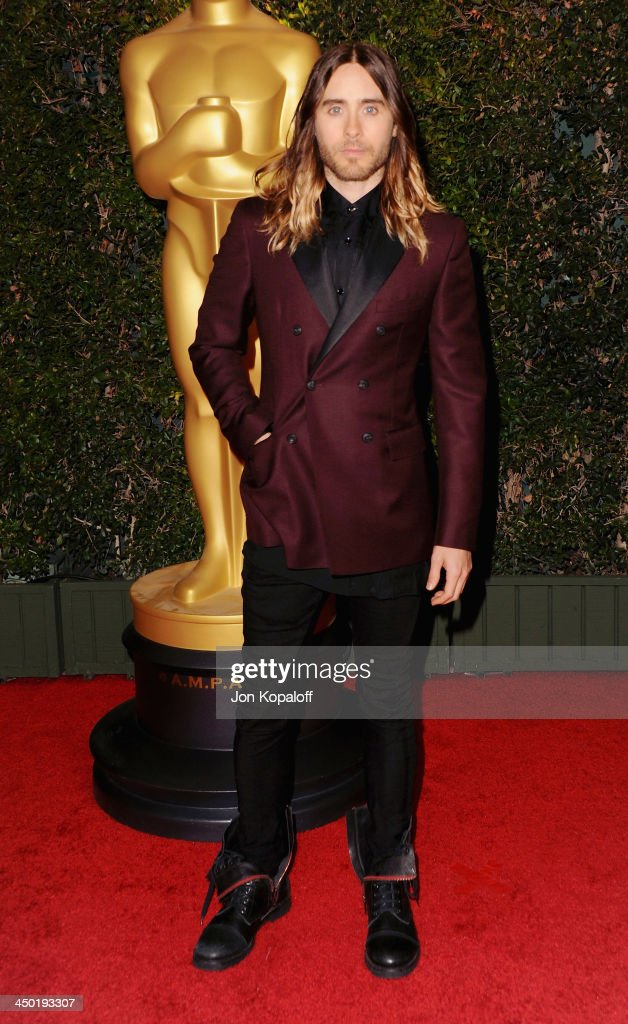 Actor/singer <a gi-track='captionPersonalityLinkClicked' href=/galleries/search?phrase=Jared+Leto&family=editorial&specificpeople=214764 ng-click='$event.stopPropagation()'>Jared Leto</a> arrives at The Board Of Governors Of The Academy Of Motion Picture Arts And Sciences' Governor Awards at Dolby Theatre on November 16, 2013 in Hollywood, California.