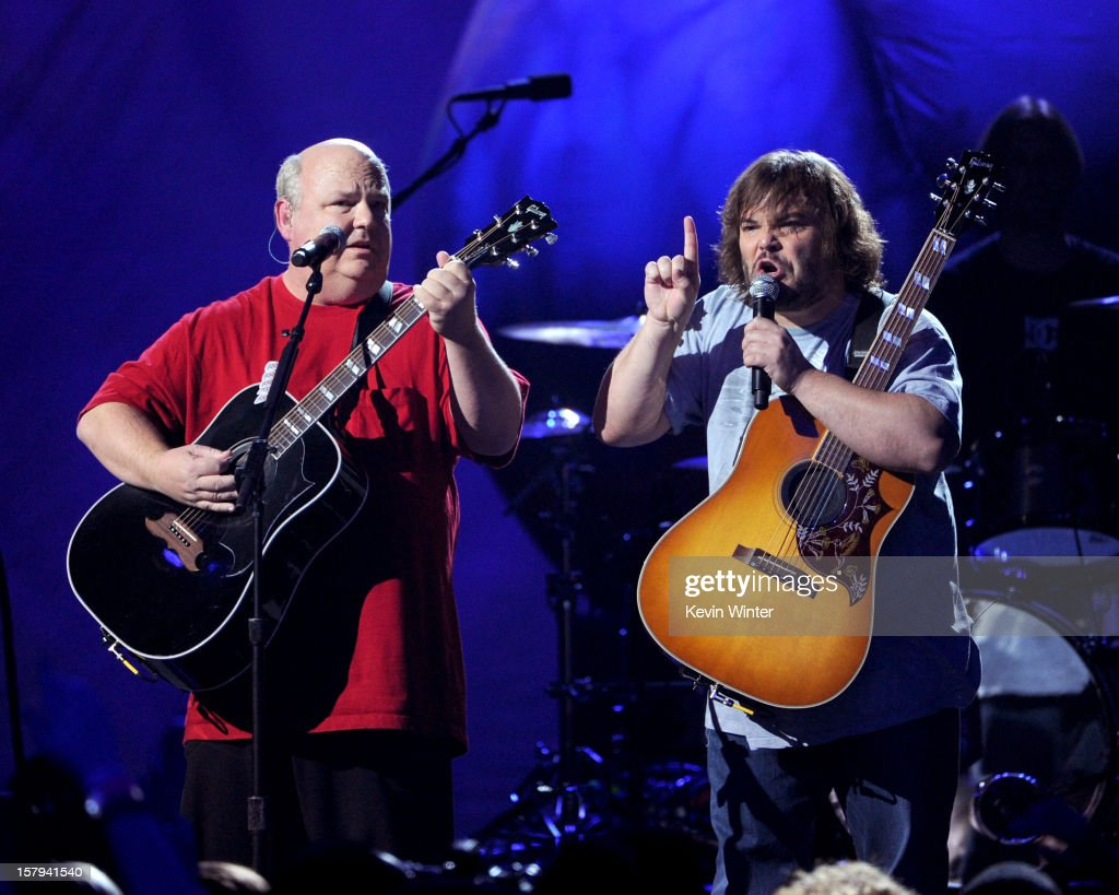 Actors/musicians <a gi-track='captionPersonalityLinkClicked' href=/galleries/search?phrase=Kyle+Gass&family=editorial&specificpeople=171597 ng-click='$event.stopPropagation()'>Kyle Gass</a> (L) and <a gi-track='captionPersonalityLinkClicked' href=/galleries/search?phrase=Jack+Black&family=editorial&specificpeople=171453 ng-click='$event.stopPropagation()'>Jack Black</a> (R) of Tenacious D perform onstage during Spike TV's 10th annual Video Game Awards at Sony Studios on December 7, 2012 in Culver City, California.