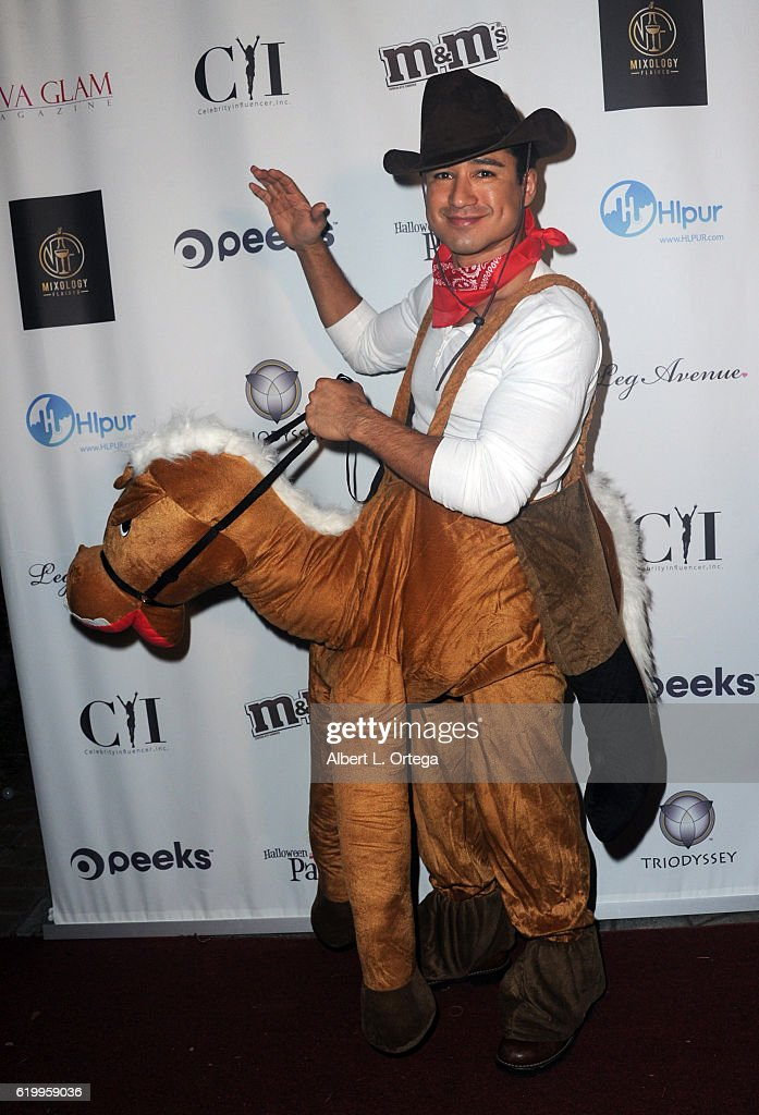 actortv-personality-mario-lopez-at-the-halloween-house-party-2016-at-picture-id619959036