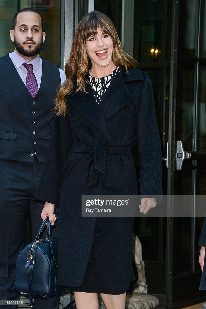 Actres <a gi-track='captionPersonalityLinkClicked' href=/galleries/search?phrase=Jennifer+Garner&family=editorial&specificpeople=201813 ng-click='$event.stopPropagation()'>Jennifer Garner</a> leaves her Soho hotel on April 10, 2014 in New York City.