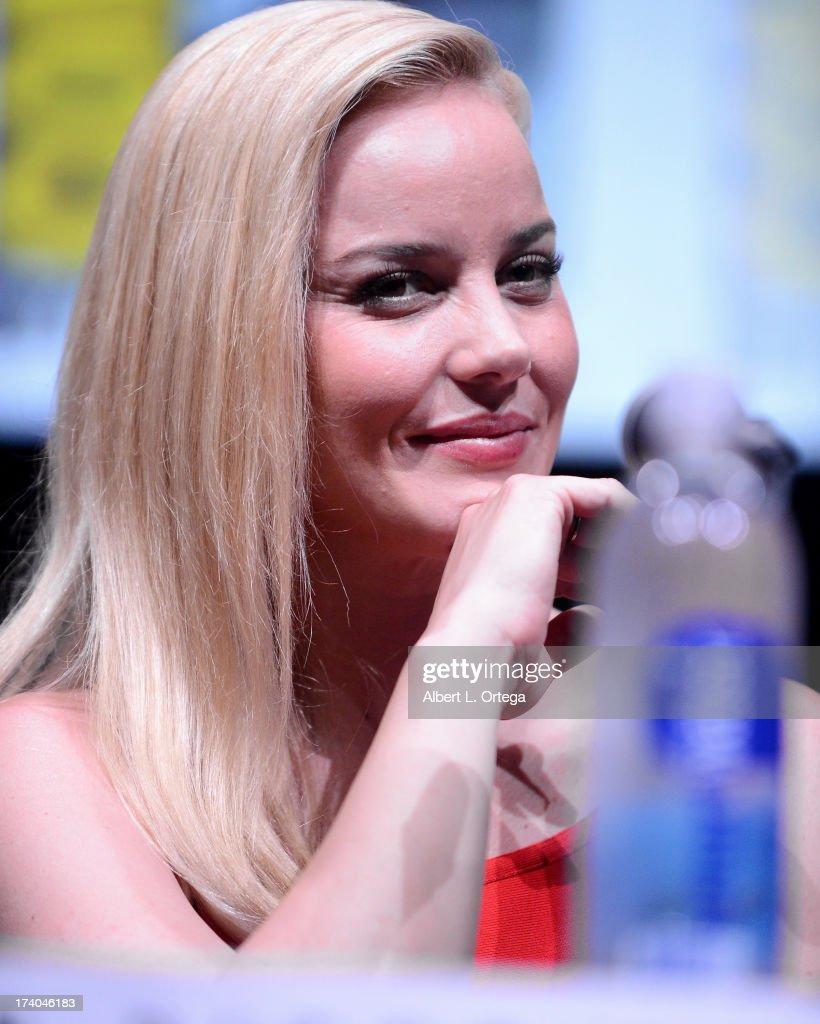 Actress <a gi-track='captionPersonalityLinkClicked' href=/galleries/search?phrase=Abbie+Cornish&family=editorial&specificpeople=213603 ng-click='$event.stopPropagation()'>Abbie Cornish</a> appears at the Sony and Screen Gems 'RoboCop' panel during Comic-Con International 2013 at San Diego Convention Center on July 19, 2013 in San Diego, California.