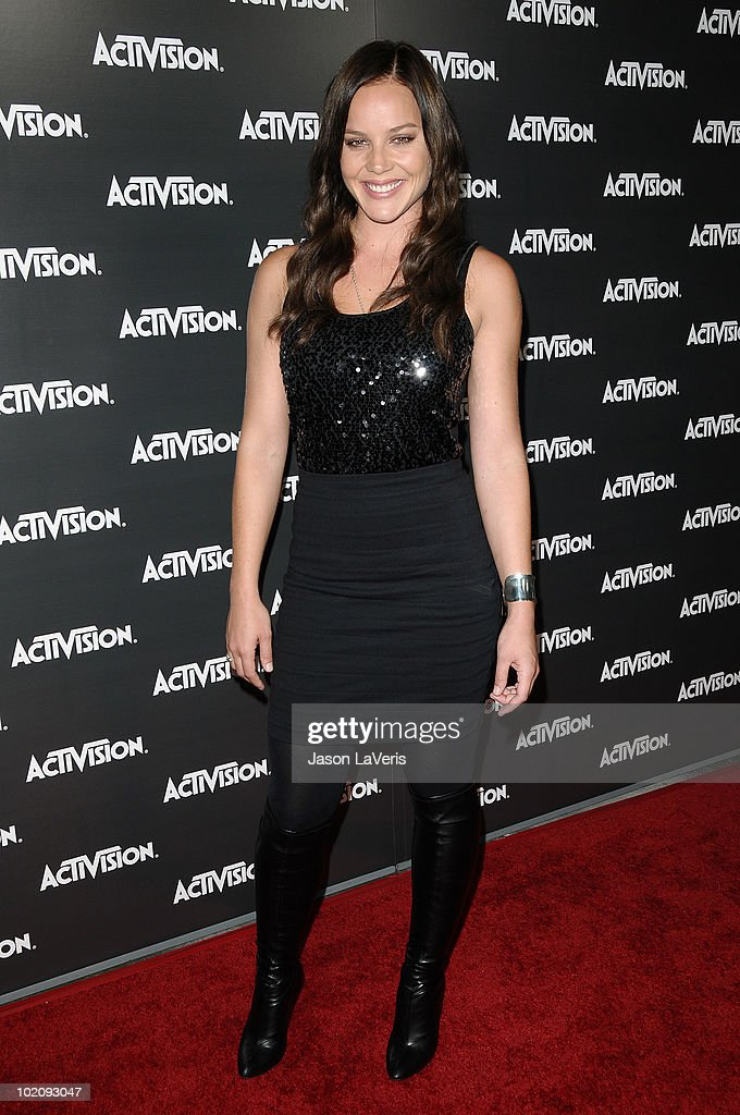 Actress <a gi-track='captionPersonalityLinkClicked' href=/galleries/search?phrase=Abbie+Cornish&family=editorial&specificpeople=213603 ng-click='$event.stopPropagation()'>Abbie Cornish</a> attends the Activision kick-off party for E3 at Staples Center on June 14, 2010 in Los Angeles, California.