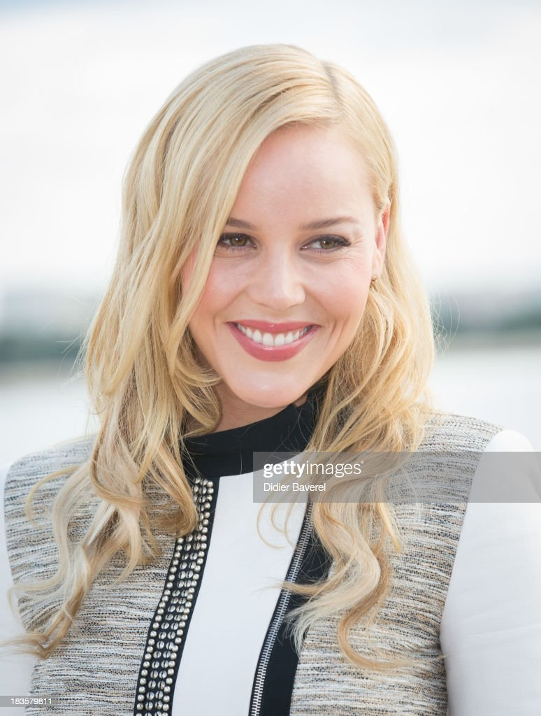 Actress <a gi-track='captionPersonalityLinkClicked' href=/galleries/search?phrase=Abbie+Cornish&family=editorial&specificpeople=213603 ng-click='$event.stopPropagation()'>Abbie Cornish</a> poses during the photocall of TV series 'Klondike' at Mipcom on October 7, 2013 in Cannes, France.