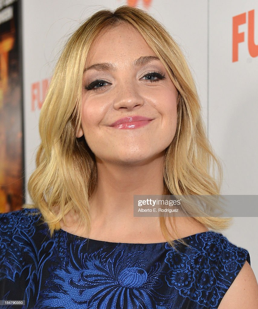 Actress Abby Elliott arrives to the premiere of Paramount Pictures' 'Fun Size' at Paramount Theater on the Paramount Studios lot on October 25, 2012 in Hollywood, California.
