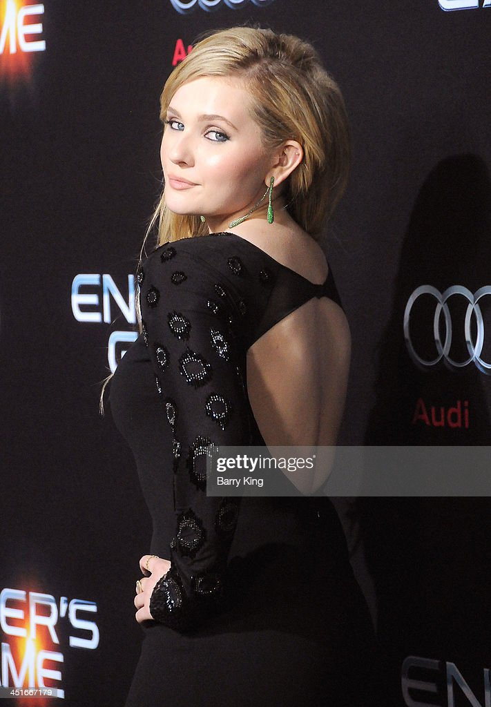 Actress Abigail Breslin arrives at the Los Angeles Premiere 'Ender's Game' on October 28, 2013 at TCL Chinese Theatre in Hollywood, California.