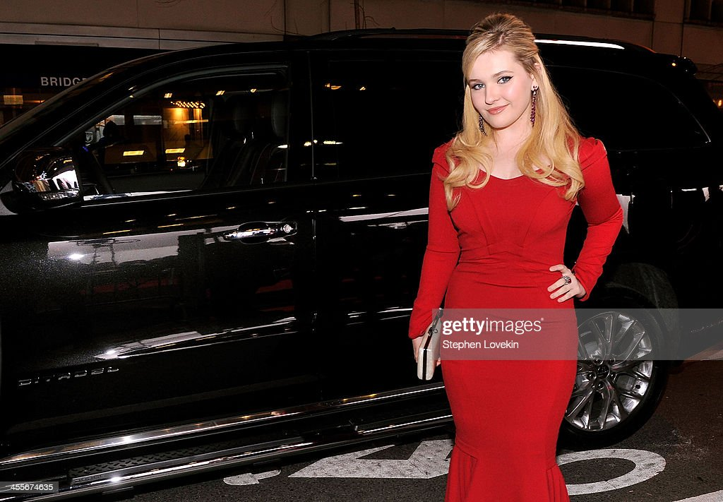 Actress <a gi-track='captionPersonalityLinkClicked' href=/galleries/search?phrase=Abigail+Breslin&family=editorial&specificpeople=226628 ng-click='$event.stopPropagation()'>Abigail Breslin</a> attends 'August: Osage County' New York City premiere sponsored by Ram at Ziegfeld Theatre on December 12, 2013 in New York City.