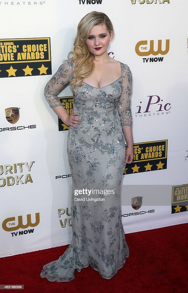 Actress Abigail Breslin attends the 19th Annual Critics' Choice Movie Awards at Barker Hangar on January 16, 2014 in Santa Monica, California.