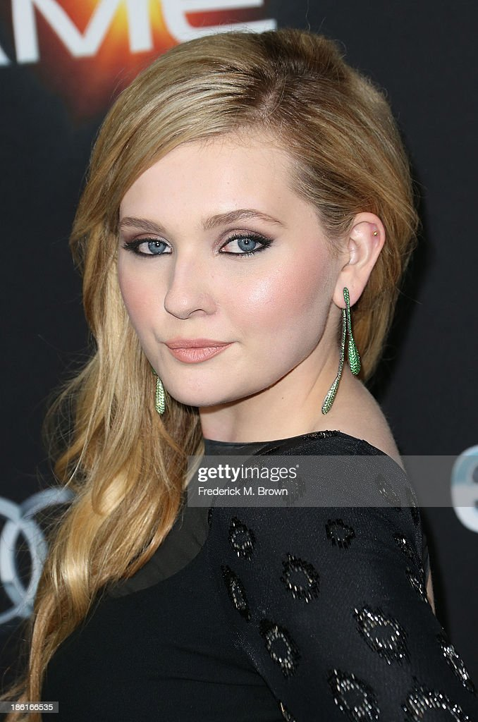 Actress <a gi-track='captionPersonalityLinkClicked' href=/galleries/search?phrase=Abigail+Breslin&family=editorial&specificpeople=226628 ng-click='$event.stopPropagation()'>Abigail Breslin</a> attends the Premiere of Summit Entertainment's 'Ender's Game' at the TCL Chinese Theatre on October 28, 2013 in Hollywood, California.