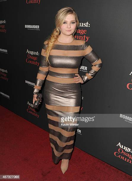 Actress Abigail Breslin attends the premiere of The Weinstein Company's 'August Osage County' at Regal Cinemas LA Live on December 16 2013 in Los...