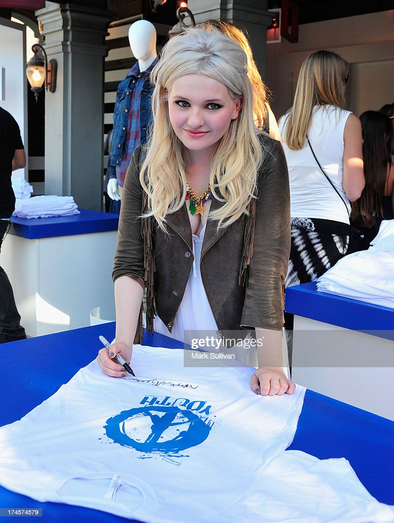 Actress <a gi-track='captionPersonalityLinkClicked' href=/galleries/search?phrase=Abigail+Breslin&family=editorial&specificpeople=226628 ng-click='$event.stopPropagation()'>Abigail Breslin</a> attends Variety's Power of Youth presented by Hasbro, Inc. and generationOn at Universal Studios Backlot on July 27, 2013 in Universal City, California.