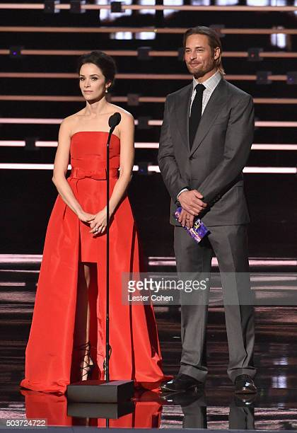 Actress Abigail Spencer and actor Josh Holloway speak onstage during the People's Choice Awards 2016 at Microsoft Theater on January 6 2016 in Los...