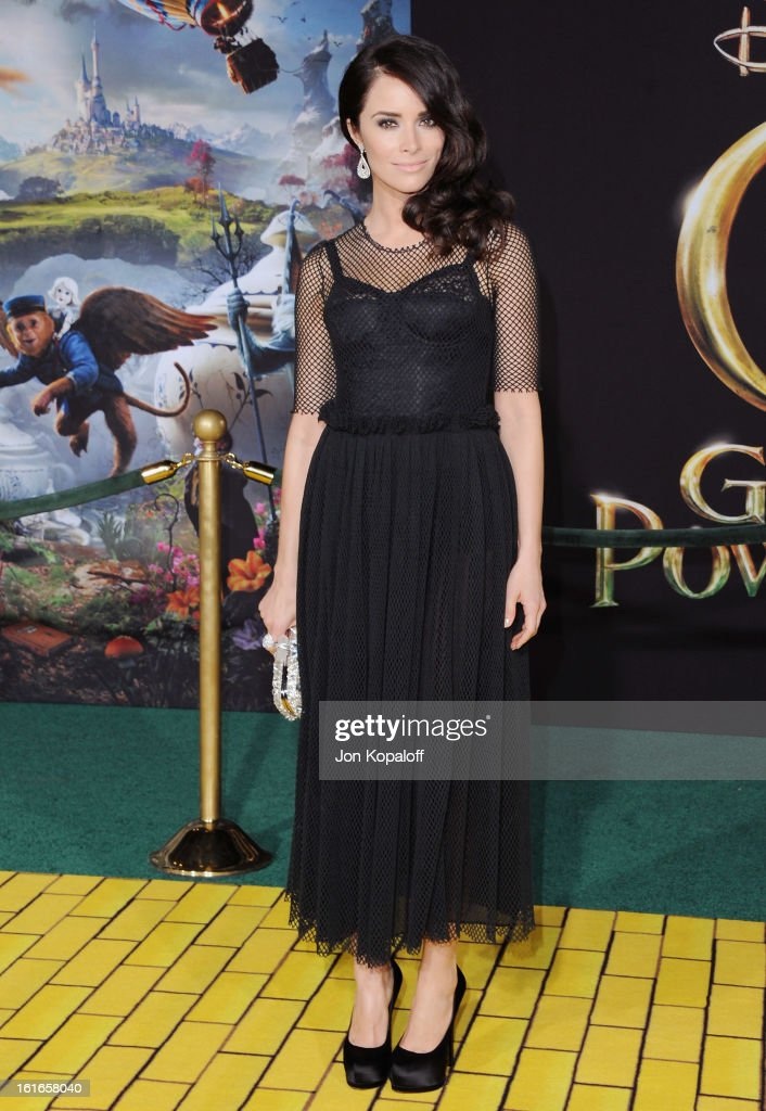 Actress Abigail Spencer arrives at the Los Angeles Premiere 'Oz The Great and Powerful' at the El Capitan Theatre on February 13, 2013 in Hollywood, California.
