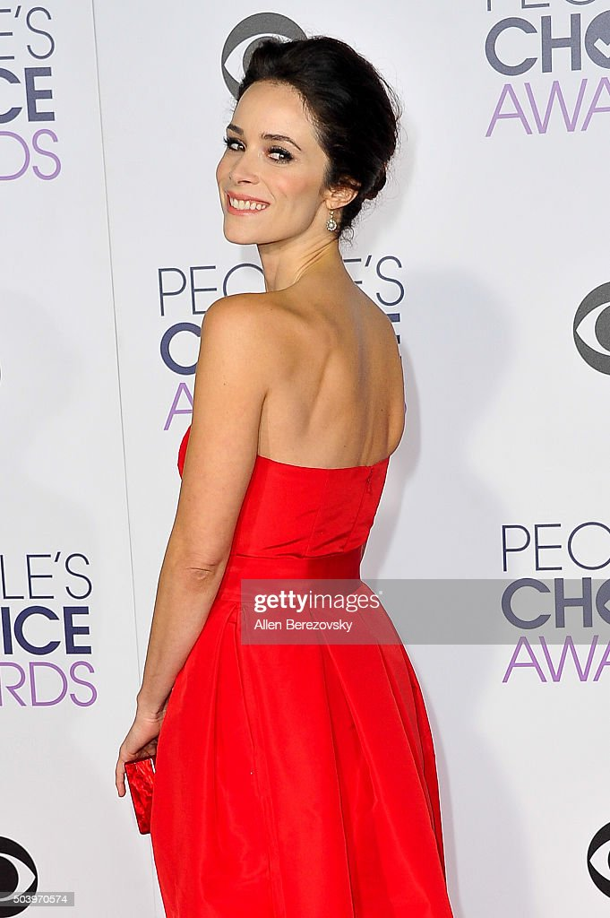 Actress Abigail Spencer arrives at the People's Choice Awards 2016 at Microsoft Theater on January 6, 2016 in Los Angeles, California.