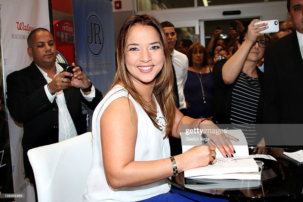 Actress Adamari Lopez greets fans and signs copies of her book 'Viviendo' at Walgreens on January 12, 2013 in Guaynabo, Puerto Rico.