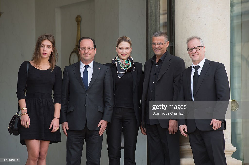Actress Adele Exarchopoulos, French President Francois Hollande, actress Lea Seydoux, Palme D'or 2013 Winner director Abdellatif Kechiche and Delegate general <a gi-track='captionPersonalityLinkClicked' href=/galleries/search?phrase=Thierry+Fremaux&family=editorial&specificpeople=618039 ng-click='$event.stopPropagation()'>Thierry Fremaux</a> Attend Lunch At Elysee Palace at Elysee Palace on June 26, 2013 in Paris, France.