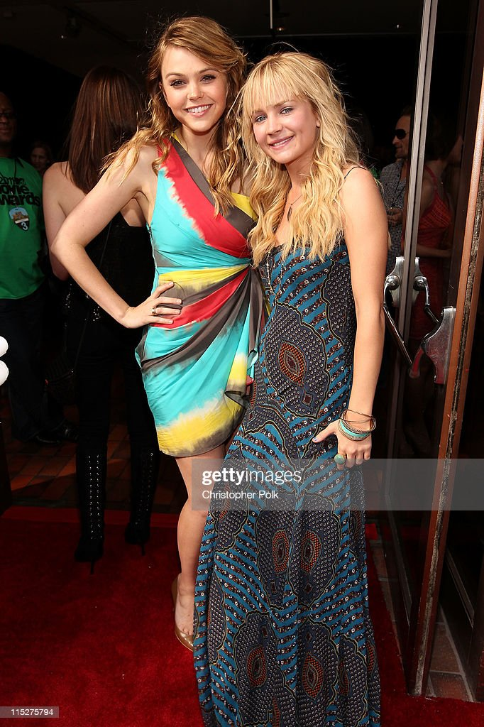 Actress Aimee Teegarden and <a gi-track='captionPersonalityLinkClicked' href=/galleries/search?phrase=Britt+Robertson&family=editorial&specificpeople=5445686 ng-click='$event.stopPropagation()'>Britt Robertson</a> arrives at the 2011 MTV Movie Awards at Universal Studios' Gibson Amphitheatre on June 5, 2011 in Universal City, California.