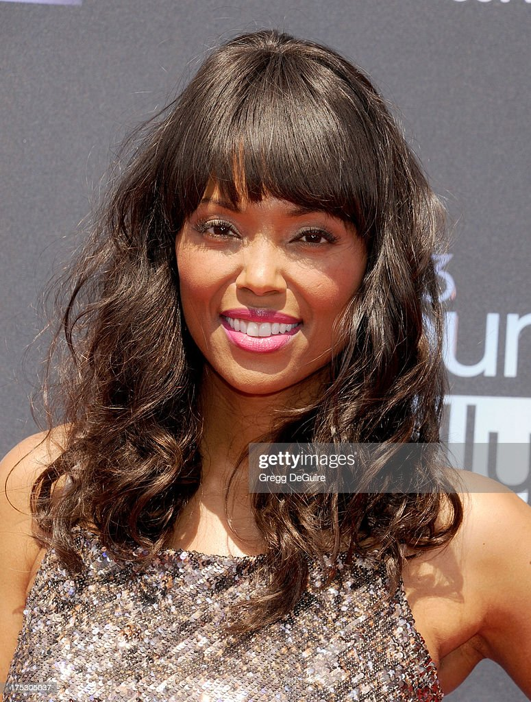 Actress <a gi-track='captionPersonalityLinkClicked' href=/galleries/search?phrase=Aisha+Tyler&family=editorial&specificpeople=202262 ng-click='$event.stopPropagation()'>Aisha Tyler</a> arrives at the 15th Annual Young Hollywood Awards at The Broad Stage on August 1, 2013 in Santa Monica, California.