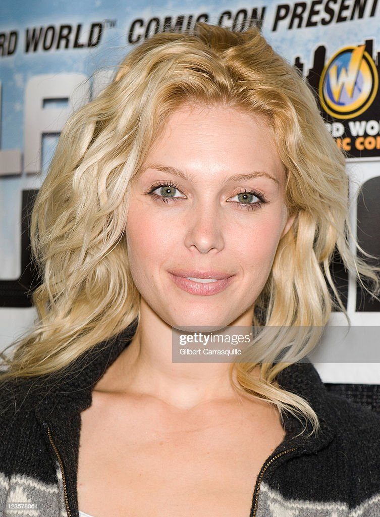 Actress <a gi-track='captionPersonalityLinkClicked' href=/galleries/search?phrase=Alaina+Huffman&family=editorial&specificpeople=5607966 ng-click='$event.stopPropagation()'>Alaina Huffman</a> attends Wizard World's Philadelphia Comic Con 2011 at the Pennsylvania Convention Center on June 17, 2011 in Philadelphia, Pennsylvania.
