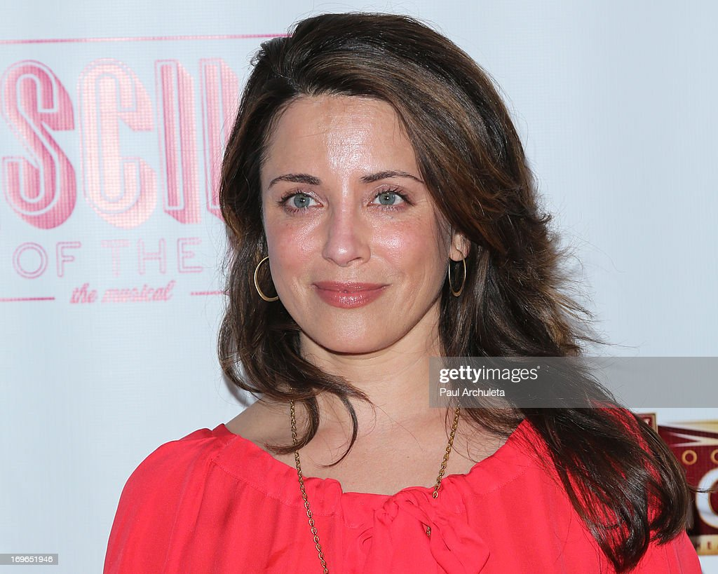 Actress <a gi-track='captionPersonalityLinkClicked' href=/galleries/search?phrase=Alanna+Ubach&family=editorial&specificpeople=2526740 ng-click='$event.stopPropagation()'>Alanna Ubach</a> attends the 'Priscilla Queen Of The Desert' theatre premiere at the Pantages Theatre on May 29, 2013 in Hollywood, California.