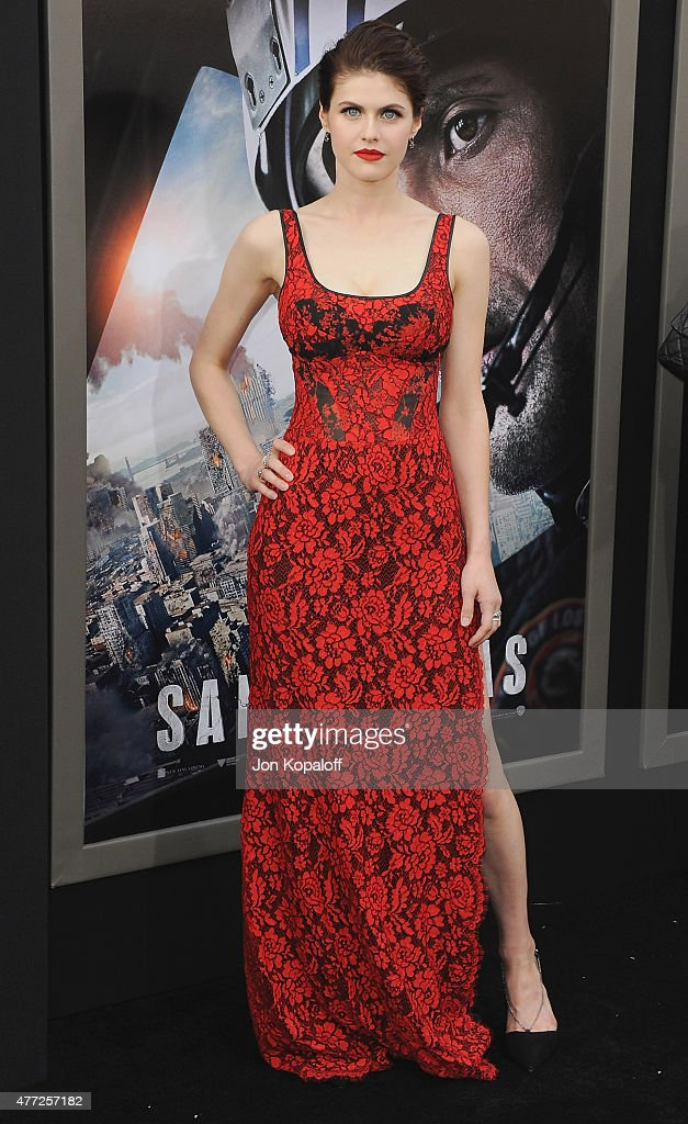 Actress Alexandra Daddario arrives at the Premiere Of Warner Bros. Pictures' 'San Andreas' at TCL Chinese Theatre on May 26, 2015 in Hollywood, California.