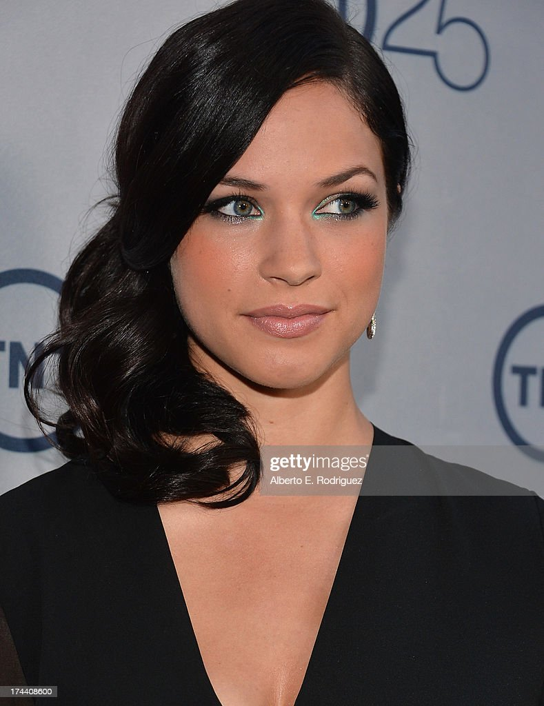 Actress <a gi-track='captionPersonalityLinkClicked' href=/galleries/search?phrase=Alexis+Knapp&family=editorial&specificpeople=6845692 ng-click='$event.stopPropagation()'>Alexis Knapp</a> arrives to TNT's 25th Anniversary Party at The Beverly Hilton Hotel on July 24, 2013 in Beverly Hills, California.