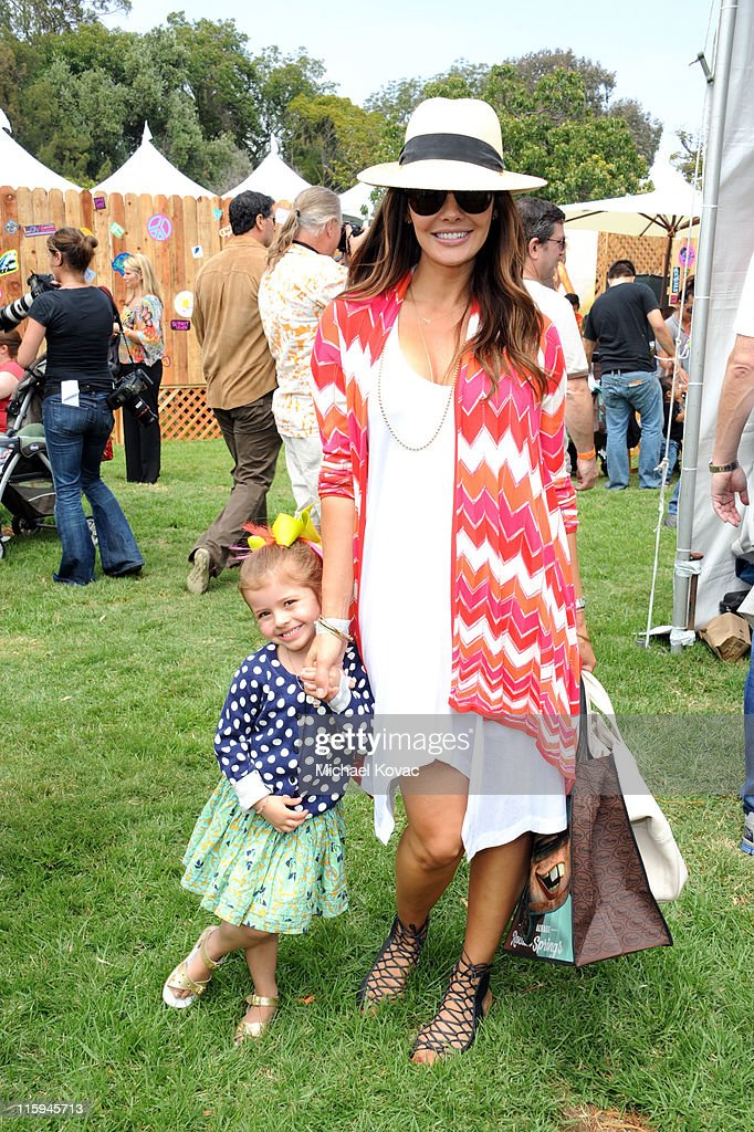 Actress <a gi-track='captionPersonalityLinkClicked' href=/galleries/search?phrase=Ali+Landry&family=editorial&specificpeople=543155 ng-click='$event.stopPropagation()'>Ali Landry</a> and daughter Estela attend the 22nd Annual Time for Heroes Celebrity Picnic sponsored by Disney to benefit the Elizabeth Glaser Pediatric AIDS Foundation at Wadsworth Theater on the Veteran Administration Lawn on June 12, 2011 in Los Angeles, California.