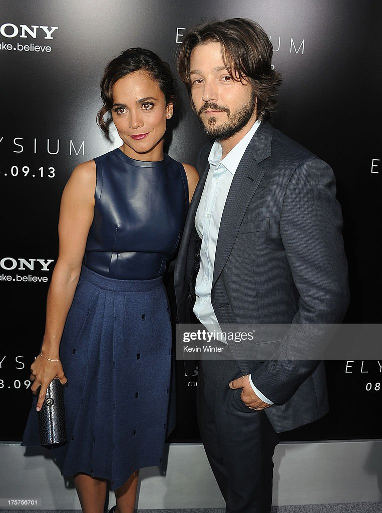 Actress <a gi-track='captionPersonalityLinkClicked' href=/galleries/search?phrase=Alice+Braga&family=editorial&specificpeople=211115 ng-click='$event.stopPropagation()'>Alice Braga</a> and actor <a gi-track='captionPersonalityLinkClicked' href=/galleries/search?phrase=Diego+Luna&family=editorial&specificpeople=213511 ng-click='$event.stopPropagation()'>Diego Luna</a> attend the premiere of TriStar Pictures' 'Elysium' at Regency Village Theatre on August 7, 2013 in Westwood, California.