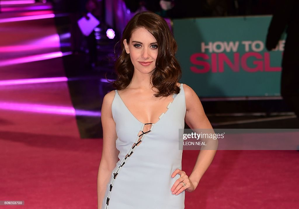 US actress Alison Brie poses on the red carpet during arrivals for the European premiere of How To Be Single in London on February 9, 2016. / AFP / LEON NEAL