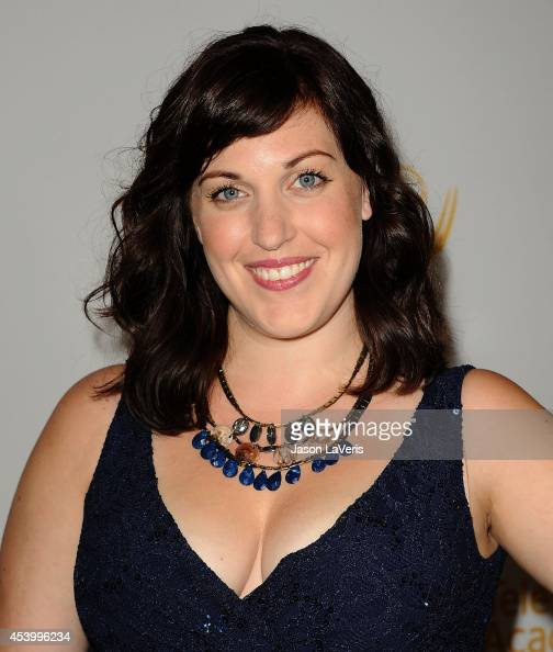 Allison Tolman Nude Photos 32