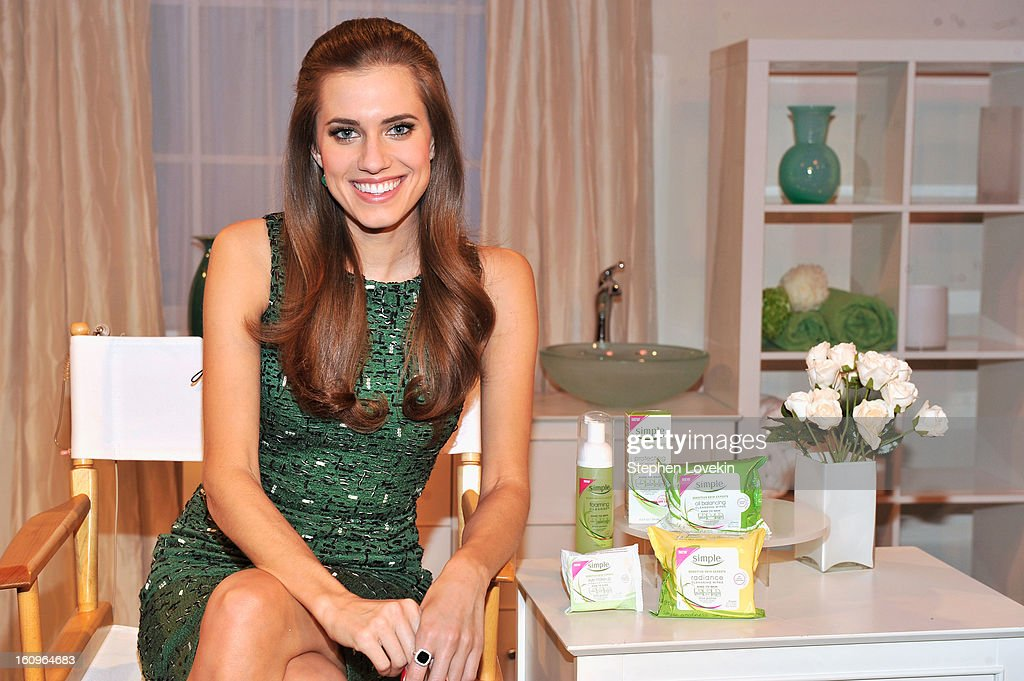 Actress Allison Williams launches her first big beauty deal with Simple, a range of facial skincare products that is perfect even for sensitive skin. Simple believes women should take a holistic approach to skincare and is helping women have a healthy relationship with their skin. February 7th New York, NY.