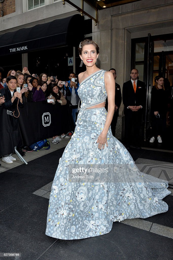 Actress Allison Williams leaves from The Mark Hotel for the 2016 'Manus x Machina: Fashion in an Age of Technology' Met Gala on May 2, 2016 in New York City.