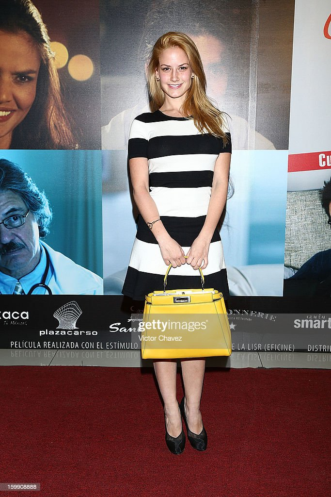 Actress Altair Jarabo attends the '7 Años de Matrimonio' Mexico City premiere red carpet at Plaza Carso on January 22, 2013 in Mexico City, Mexico.