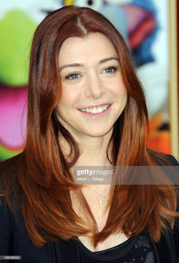 Actress <a gi-track='captionPersonalityLinkClicked' href=/galleries/search?phrase=Alyson+Hannigan&family=editorial&specificpeople=206497 ng-click='$event.stopPropagation()'>Alyson Hannigan</a> arrives for 'The Muppets' Los Angeles Premiere held at the El Capitan Theatre on November 12, 2011 in Hollywood, California.
