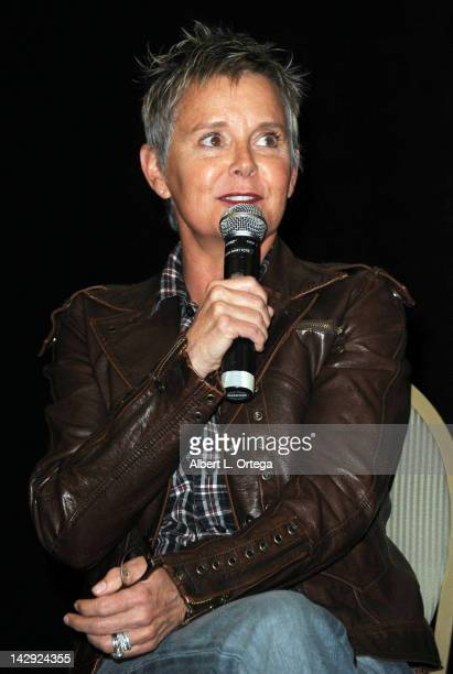 Amanda Bearse Nude Photos 67