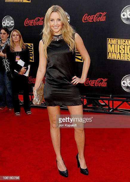 Actress Amanda Bynes arrives at the 2007 American Music Awards at the Nokia Theatre on November 18 2007 in Los Angeles California